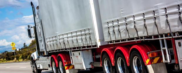truck-on-hwy-1615510.jpg